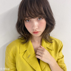 ハイライト ミディアム アンニュイほつれヘア ナチュラル ヘアスタイルや髪型の写真・画像