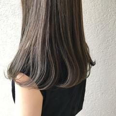 ナチュラル ロング オリーブカラー オリーブグレージュ ヘアスタイルや髪型の写真・画像