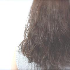 ストリート 暗髪 外国人風 スモーキーアッシュ ヘアスタイルや髪型の写真・画像