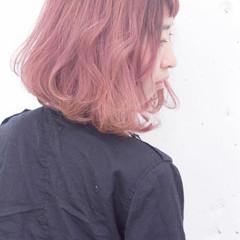 ピンク ストリート 外国人風 グラデーションカラー ヘアスタイルや髪型の写真・画像