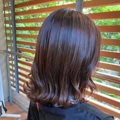 ミディアム ナチュラル ブラウン 外ハネ ヘアスタイルや髪型の写真・画像