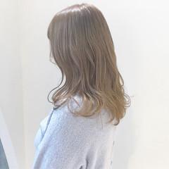 アッシュベージュ ベージュ ガーリー ミディアム ヘアスタイルや髪型の写真・画像