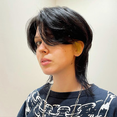 ウルフカット モード ウルフ女子 センターパート ヘアスタイルや髪型の写真・画像