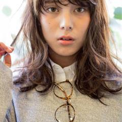 外国人風 ウェットヘア セミロング ナチュラル ヘアスタイルや髪型の写真・画像