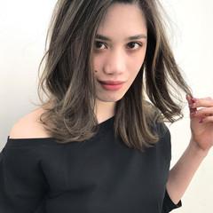 ミディアム グレージュ コンサバ 外国人風 ヘアスタイルや髪型の写真・画像