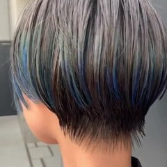 阿藤俊也 センターパート ハンサムショート インナーカラー ヘアスタイルや髪型の写真・画像