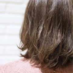 ハイライト ミディアム アッシュベージュ ダブルカラー ヘアスタイルや髪型の写真・画像