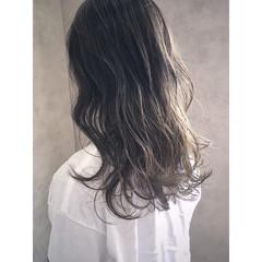 グラデーションカラー セミロング グレージュ ナチュラル ヘアスタイルや髪型の写真・画像
