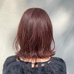 ピンクベージュ 外ハネボブ ミディアム ナチュラル ヘアスタイルや髪型の写真・画像