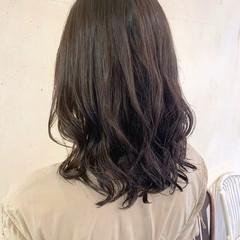 コテ巻き風パーマ デジタルパーマ ミディアム ナチュラル ヘアスタイルや髪型の写真・画像