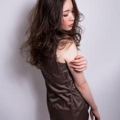 外国人風 暗髪 セミロング 上品 ヘアスタイルや髪型の写真・画像