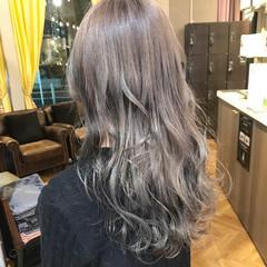 グレージュ ダブルカラー ストリート アッシュ ヘアスタイルや髪型の写真・画像
