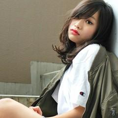 ミディアム パーマ 外国人風 暗髪 ヘアスタイルや髪型の写真・画像