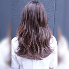 ダブルカラー フェミニン ハイライト ブラウン ヘアスタイルや髪型の写真・画像