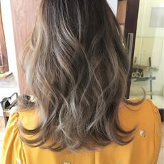 ミルクティー ミディアム 外国人風 フェミニン ヘアスタイルや髪型の写真・画像