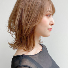 アンニュイほつれヘア ミディアムレイヤー 外ハネ 愛され ヘアスタイルや髪型の写真・画像