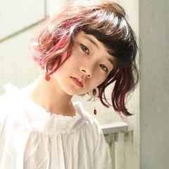 アンニュイ インナーカラー ウェーブ ボブ ヘアスタイルや髪型の写真・画像