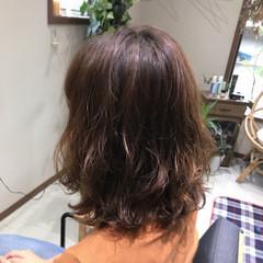 フェミニン ミディアム パーマ ヘアスタイルや髪型の写真・画像