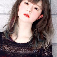 外国人風 ミディアム グレージュ ストリート ヘアスタイルや髪型の写真・画像
