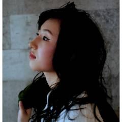 ロング ストリート ウェットヘア 丸顔 ヘアスタイルや髪型の写真・画像
