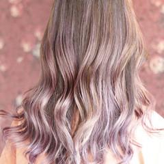 バレイヤージュ ロング ピンク フェミニン ヘアスタイルや髪型の写真・画像