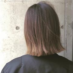ナチュラル グラデーションカラー アッシュ 外ハネ ヘアスタイルや髪型の写真・画像