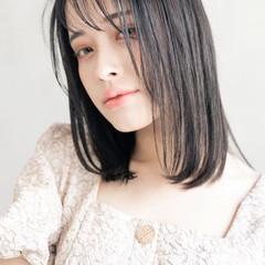 フェミニン ラベンダーカラー 切りっぱなしボブ ミディアムレイヤー ヘアスタイルや髪型の写真・画像