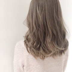 セミロング ゆるふわ 外国人風 ハイライト ヘアスタイルや髪型の写真・画像
