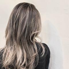 ハイトーンカラー ナチュラル バレイヤージュ ハイライト ヘアスタイルや髪型の写真・画像
