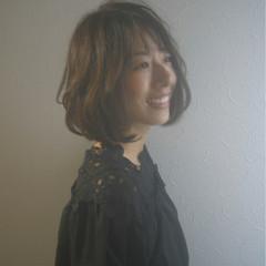 レイヤーカット ショートボブ ナチュラル ハイライト ヘアスタイルや髪型の写真・画像