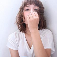 アッシュ くせ毛風 ガーリー ボブ ヘアスタイルや髪型の写真・画像