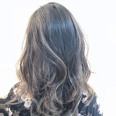 透明感 バレイヤージュ ナチュラル グレージュ ヘアスタイルや髪型の写真・画像