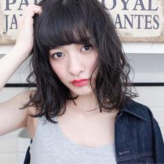 前髪あり ミルクティー アッシュ ミディアム ヘアスタイルや髪型の写真・画像