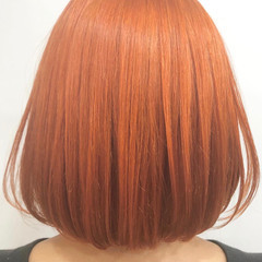 派手髪 オレンジベージュ 切りっぱなしボブ ガーリー ヘアスタイルや髪型の写真・画像