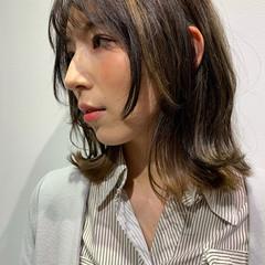 ミディアム ナチュラル レイヤーカット レイヤースタイル ヘアスタイルや髪型の写真・画像