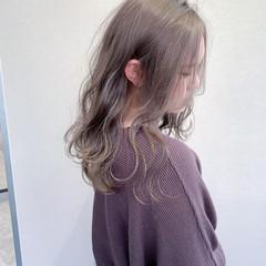 レイヤーロングヘア ナチュラル 透明感カラー 透明感 ヘアスタイルや髪型の写真・画像