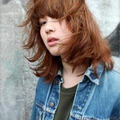モード グラデーションカラー パーマ アッシュ ヘアスタイルや髪型の写真・画像