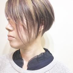 ミルクティー ハイライト ショート グラデーションカラー ヘアスタイルや髪型の写真・画像