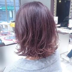 ミディアム ブリーチ ストリート フェミニン ヘアスタイルや髪型の写真・画像