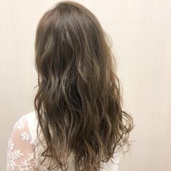 ロング ミルクティーベージュ アッシュ ナチュラル ヘアスタイルや髪型の写真・画像