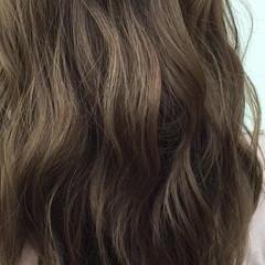 フェミニン 秋 アッシュ ロング ヘアスタイルや髪型の写真・画像