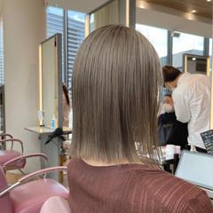 ハイトーンカラー ナチュラル 外ハネボブ 切りっぱなしボブ ヘアスタイルや髪型の写真・画像