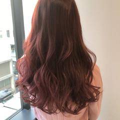 フェミニン ロング ラベンダーピンク ハイトーンカラー ヘアスタイルや髪型の写真・画像