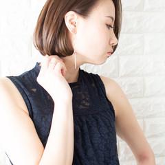 デート オフィス ショートボブ フェミニン ヘアスタイルや髪型の写真・画像