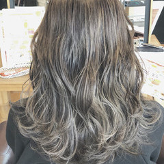 大人女子 外国人風 ハイライト 波ウェーブ ヘアスタイルや髪型の写真・画像