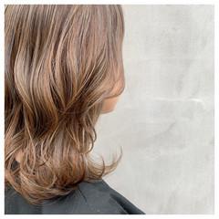 セミロング ハイライト ベージュ ブラウンベージュ ヘアスタイルや髪型の写真・画像