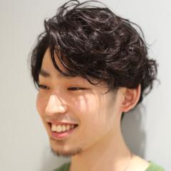 メンズカジュアル 刈り上げ メンズ メンズパーマ ヘアスタイルや髪型の写真・画像