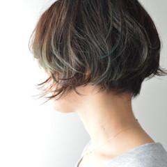 アウトドア ナチュラル ショート アッシュ ヘアスタイルや髪型の写真・画像