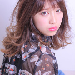 外国人風 大人かわいい 色気 セミロング ヘアスタイルや髪型の写真・画像