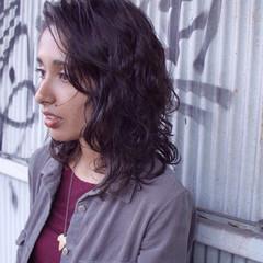 黒髪 ミディアム ナチュラル ダークトーン ヘアスタイルや髪型の写真・画像